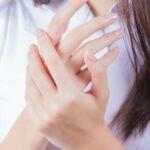 Jak odbudować zniszczone paznokcie po hybrydzie i żelu?